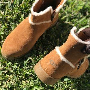 Ugg🍂🍁chestnut winter boots size 3 big girls